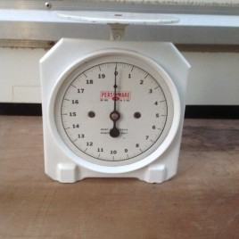Persinware 1950s 720 kitchen scales