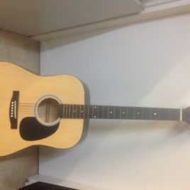 Squier by fender 093-0300-021 acoustic guitar